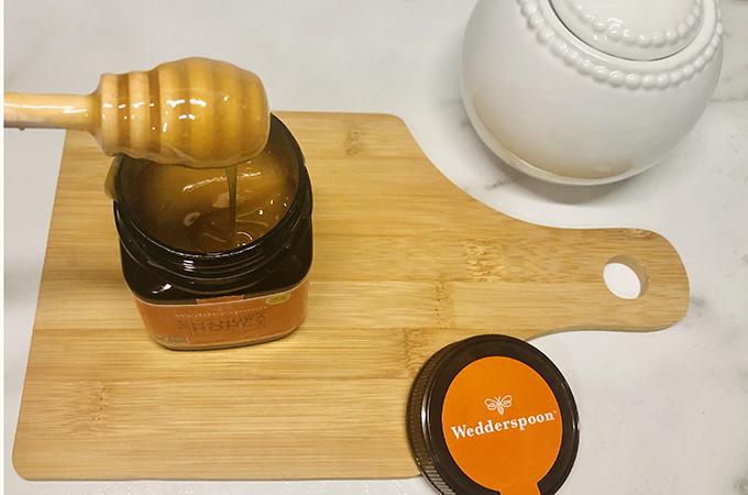 Manuka Honey with Honey Dippper