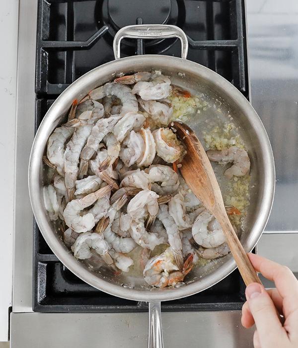 Cooking shrimp in pan